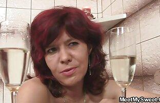 रूसी लड़कियों ऐश्वर्या सेक्स मूवी उसे स्कर्ट लेने के लिए और उसे बिल्ली