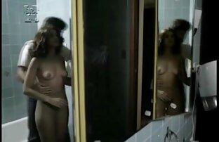 बाथरूम में आम्रपाली की सेक्सी मूवी सेक्स।