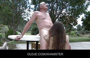 चूसने सेक्सी वीडियो का मूवी मुर्गा धूम्रपान करने के बाद.