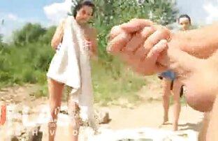 किशोर के सेक्सी वीडियो मूवी में पास जाओ व्यक्ति के पैर.