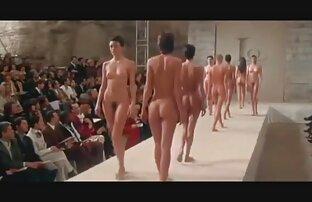 गोरा को उसके हाथों और अंग्रेजी पिक्चर सेक्सी मूवी पैरों पर रखो, एक महिला ।