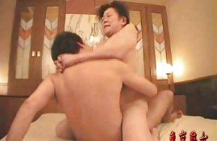 उभयलिंगी लड़की सनी लियोन के सेक्सी वीडियो मूवी चाट, चाट और चिपके हुए एक उंगली में