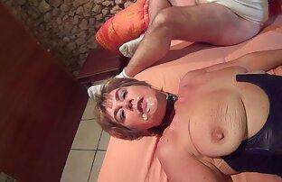 जॉनी ने सेक्सी मूवी इंग्लिश में हॉलीवुड में रसोई में एक महिला को डुबो दिया ।
