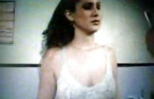 Maramoyka करीना कपूर सेक्सी मूवी एक डीजे रसोई घर में.
